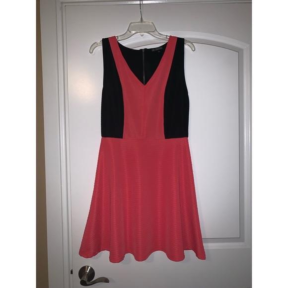 BeBop Dresses & Skirts - Flattering color block dress fit and flare